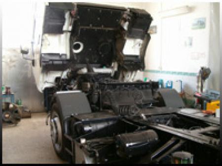 Teherautók és pótkocsik szakszerű javítása