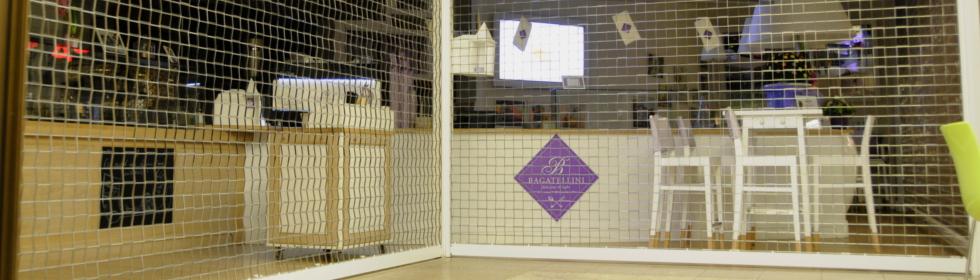 Remek minőségű, modern kirakatvédő ráccsal szerelheti fel boltját