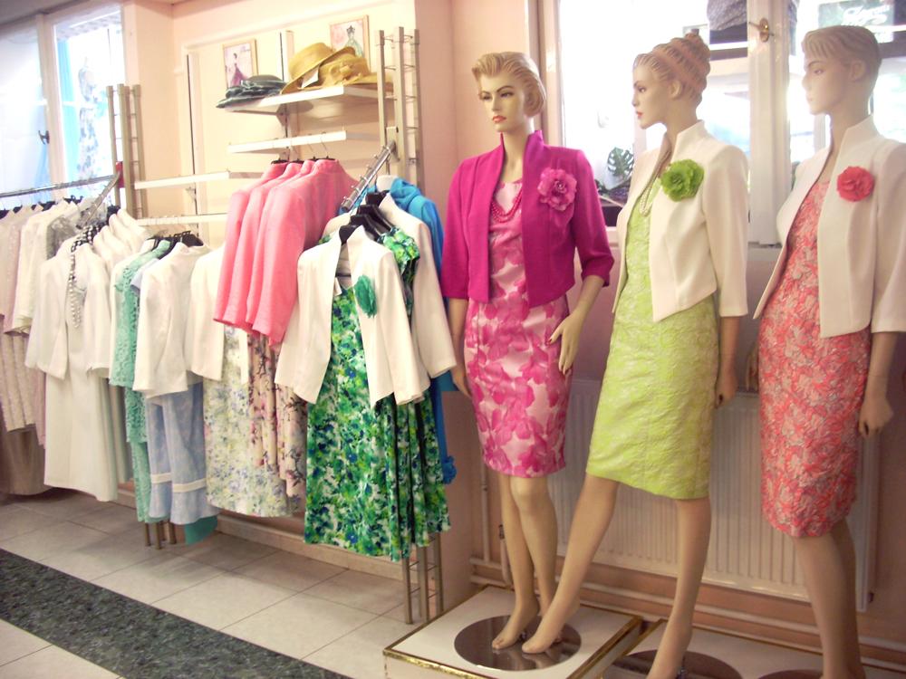ff4d2558af Önre szabott elegáns kosztümöket vásárolna? | cegfokusz.hu