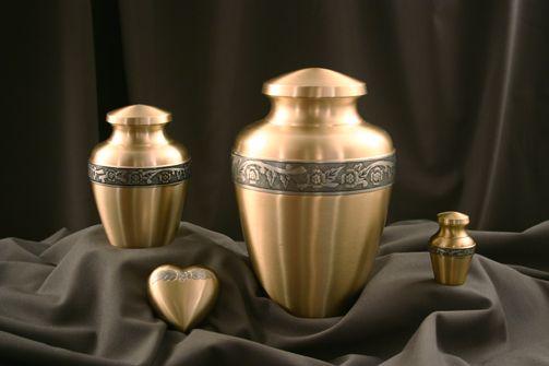 Kőfeldolgozógépek és bronztárgyak széles választéka