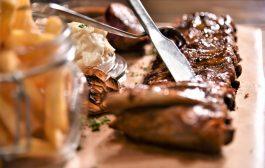 Ízletes BBQ egy nagyon szép, természet-közeli étteremben