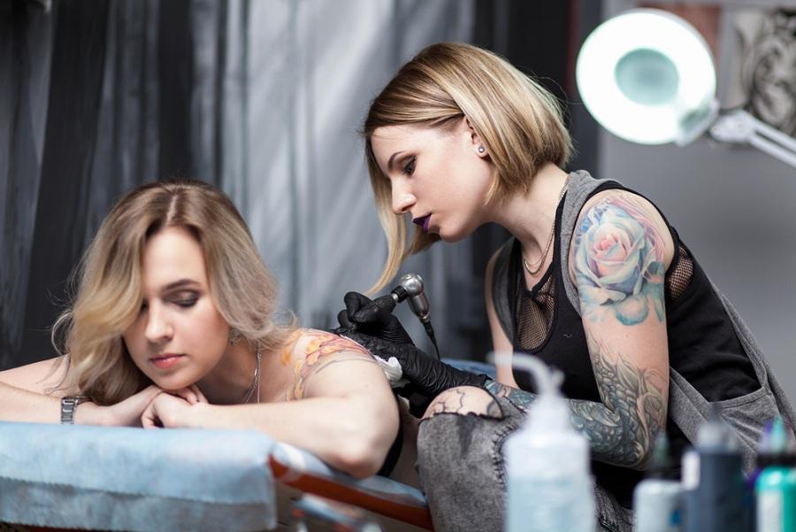 Állítható, kényelmes tetováló ágyak